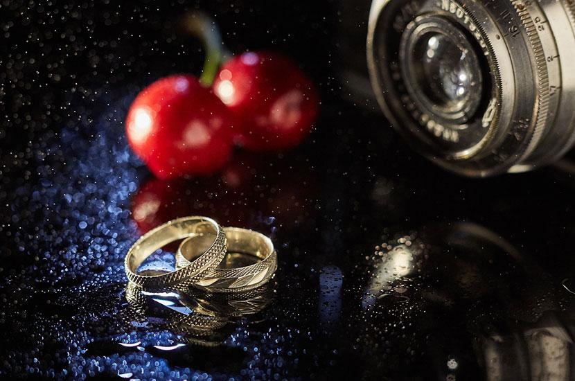 Обручальные кольца в макросъемке