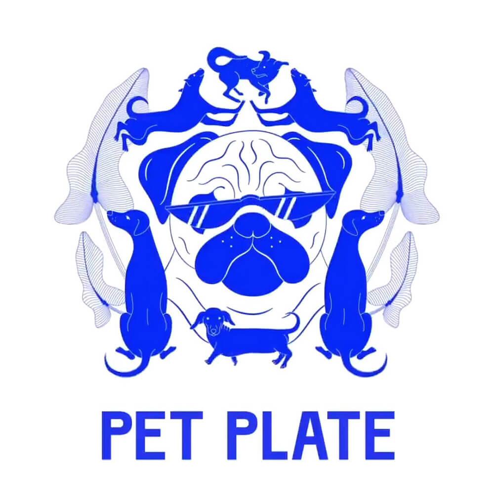 Логотип в виде мопса в очках, которого окружают собаки других пород  и надписью PET PLATE