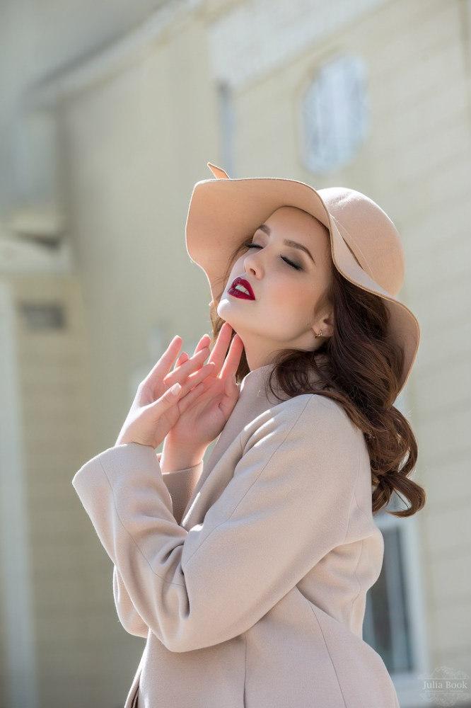 Фотография девушки в шляпе